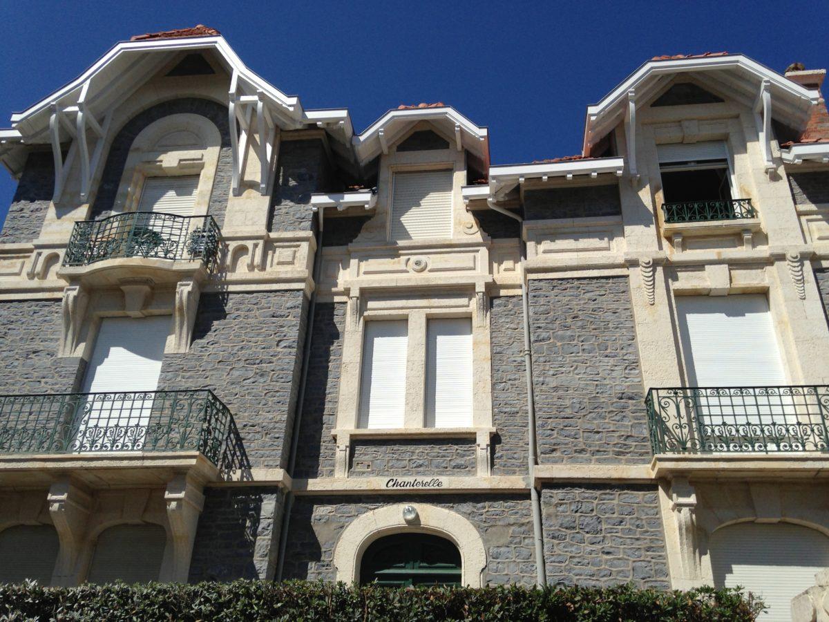 nettoyage des pierres d 39 une copropri t biarritz detec bois prot ge l 39 habitat au pays. Black Bedroom Furniture Sets. Home Design Ideas