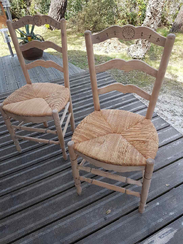 Sablage à sec de 2 chaises en bois et paille  DETECBOIS