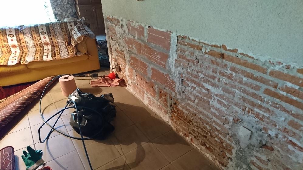 traitement des remont es capillaires des murs int rieurs d une maison dans les landes detec. Black Bedroom Furniture Sets. Home Design Ideas
