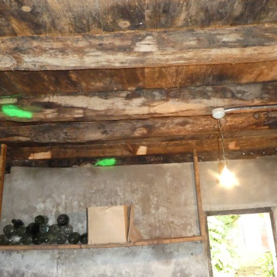 Traitement des insectes xylophages (vrillettes et capricornes) dans les solives en bois grange à Hasparren