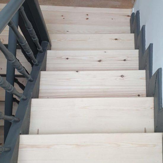 Traitement d'un escalier contre les vrillettes à Anglet
