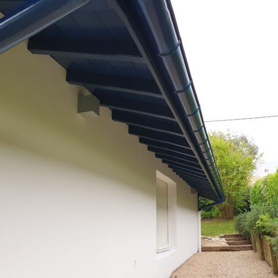 Traitement contre les vrillettes et les capricornes sur avant-toits à Saint-Jean-de-Luz au Pays Basque