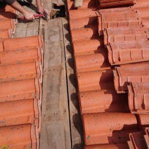 Traitement anti vrillettes et anti capricornes par détuilage d'une villa à Bidart