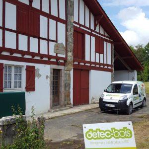 Traitement des termites par installation de pièges Sentritech à Saint Pée sur Nivelle au Pays basque