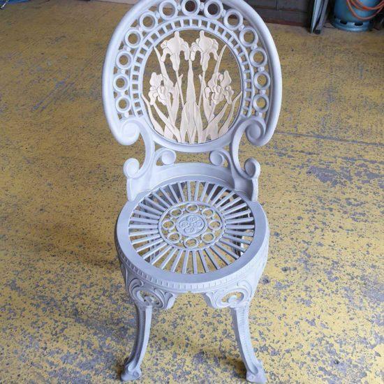 detecbois realise le decapage de chaises en métal par aérogommage