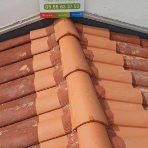 detec-bois remplace les tuiles de faitage a Hendaye au pays basque