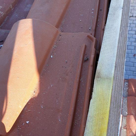 detec bois remplace les tuiles d'un arêtier pour étanchéité à Hendaye